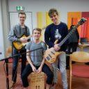 Moritz (Gitarre), Jakob (Gesang und Cajón) und Anton (Bass)